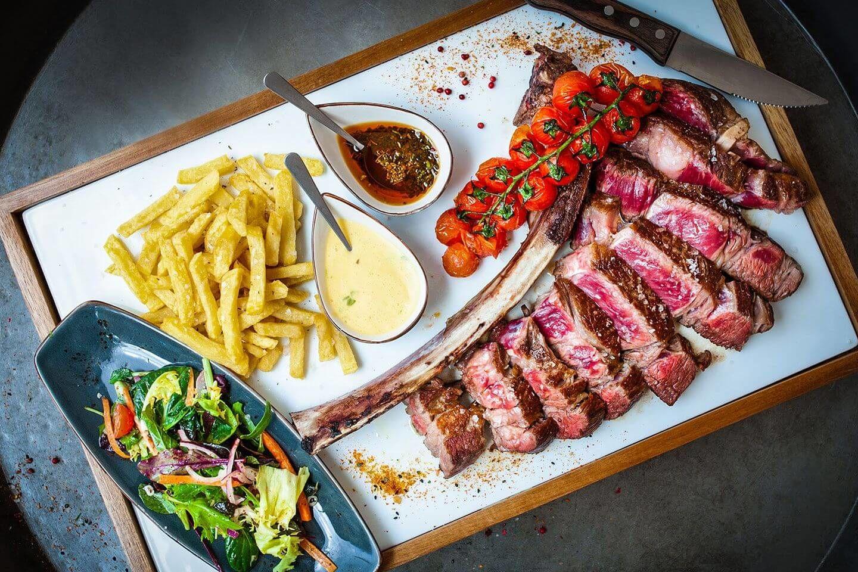 Plato de carne de vacuno en gastro restaurante en Mallorca